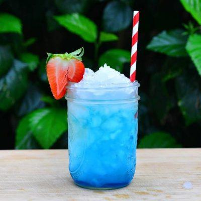 Blue rum sour