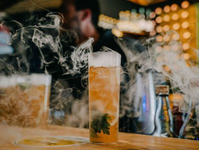 Bakljada u čaši: Vruće piće s džinom koje se smije piti tek kad se otopi led u čaši